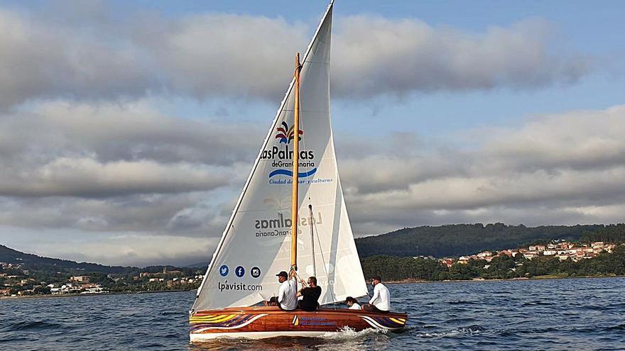 El bote de vela latina canaria navega por primera vez en el mar Mediterráneo