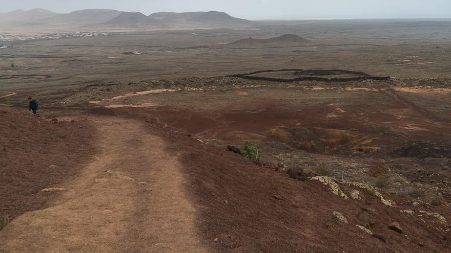 Un paseo por el volcán Calderón Hondo, en La Oliva