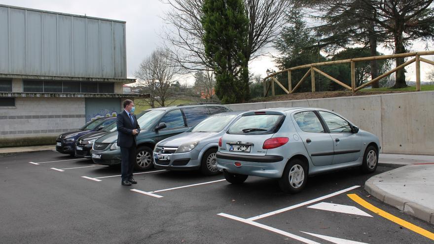 Canteli visita el nuevo aparcamiento habilitado por el Ayuntamiento de Oviedo en Colloto