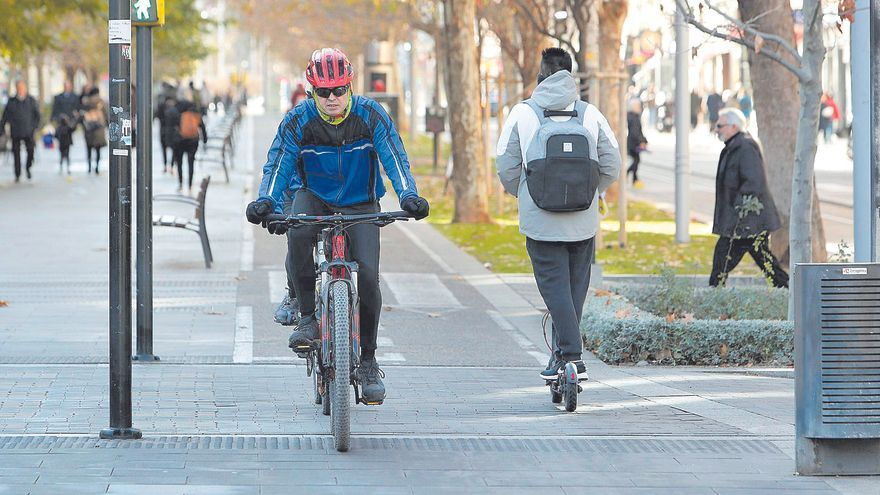 La bicicleta seduce a Zaragoza: 132 kilómetros de carriles en 12 años
