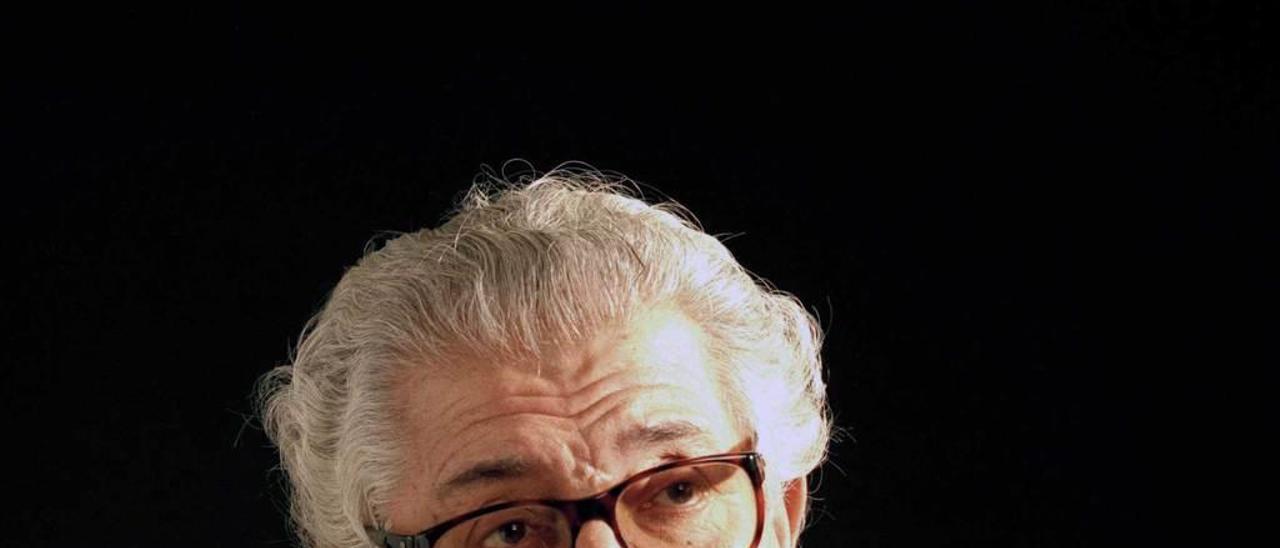 17. Juan Antonio Bardem. Director de cine español y militante del PCE fue una de las personalidades fotografiadas por Nebot después de acudir a un acto organizado por Tribuna Ciudadana.