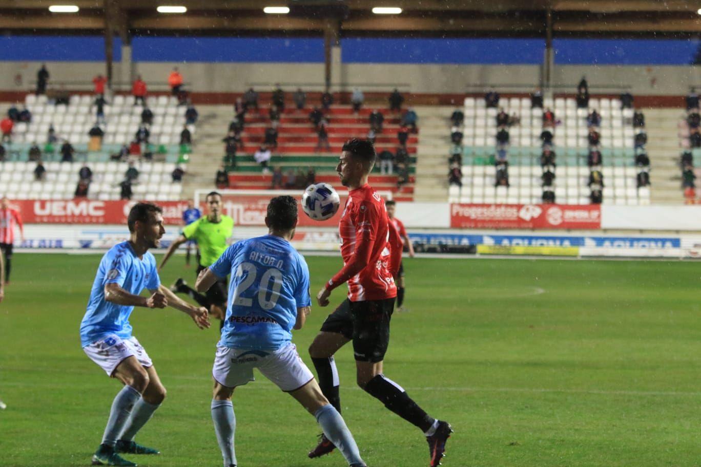 Las mejores imágenes del duelo entre el Zamora CF y el Pontevedra (0-0)
