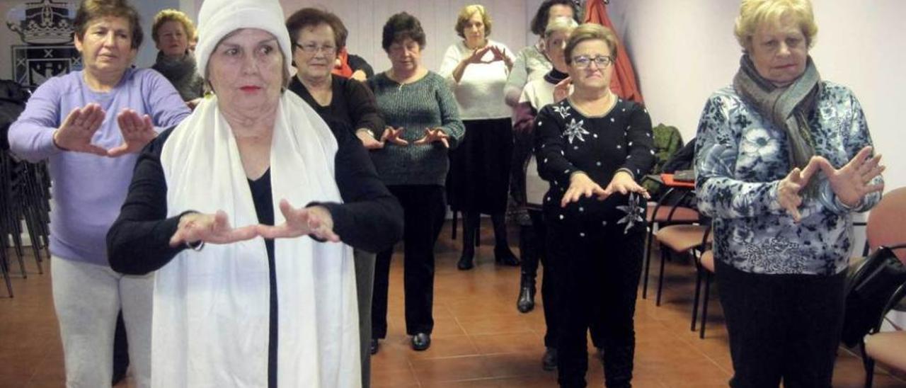 Las mujeres mayores se parten de risa en Candás