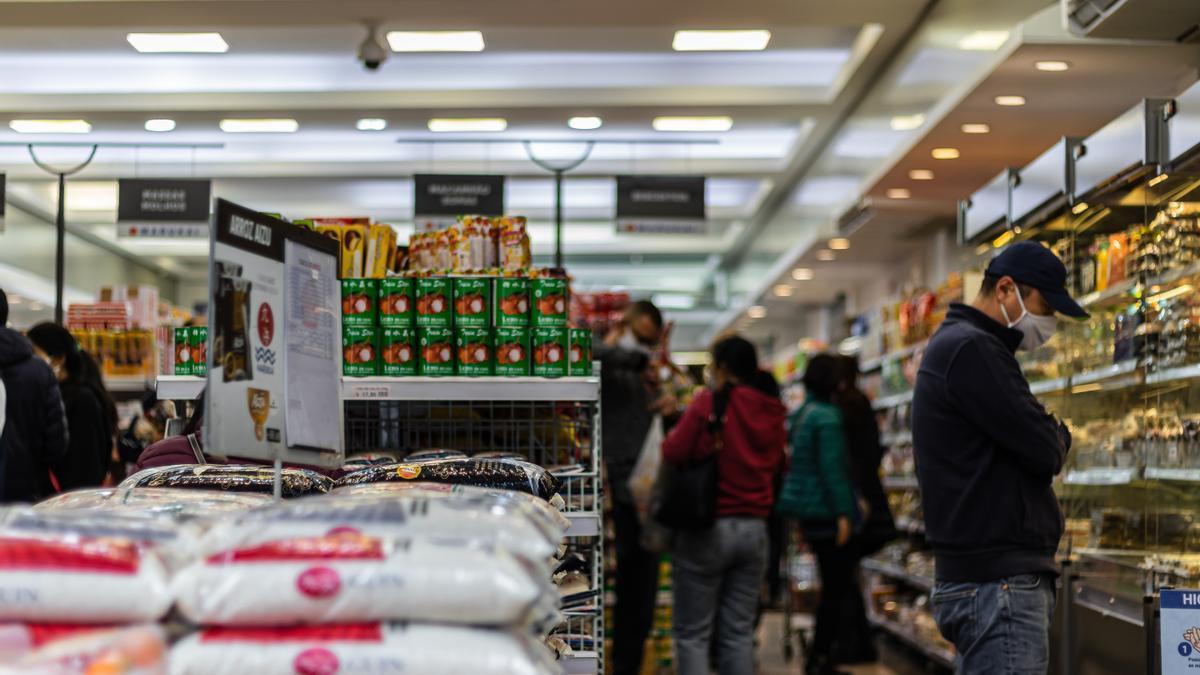 Una imagen de un supermercado.
