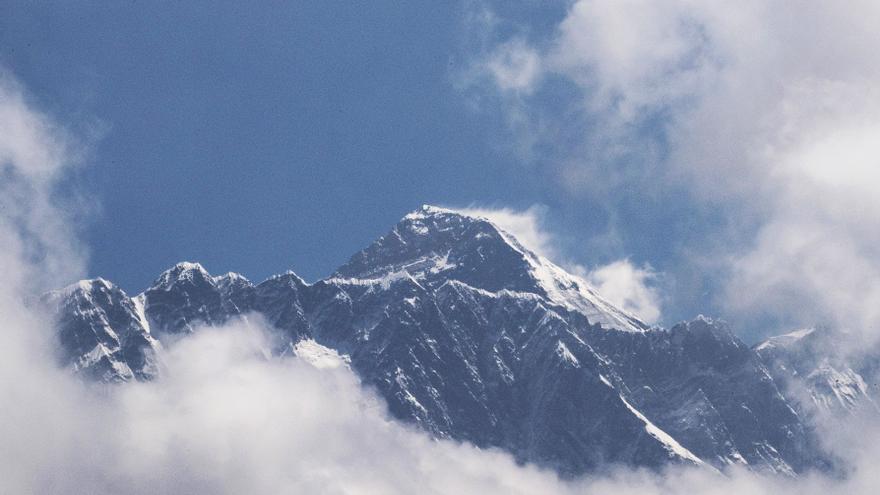 Nepal y China fijan la altura del Everest en 8.848,86 metros