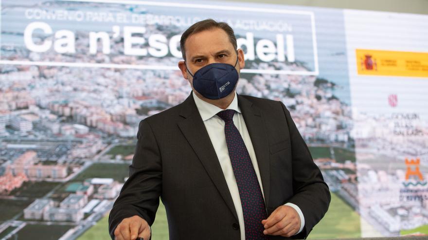 Ábalos defiende en Ibiza la expropiación de casas a grandes propietarios