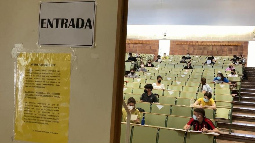 El zaragozano Athanasios Usero obtiene la mejor nota de la EvAU en Aragón con un 13,965