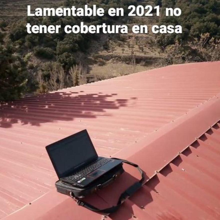 """El propio alcalde de la Todolella denuncia en sus redes sociales que es """"lamentable"""" no tener cobertura en casa en el año 2021."""