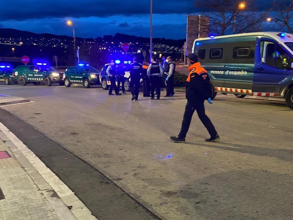 Els cossos de seguretat homenatgen els sanitaris de Berga
