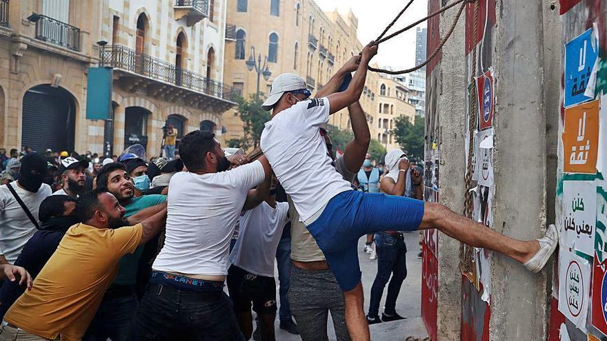 La gran explosió de Beirut fa caure el Govern del Líban