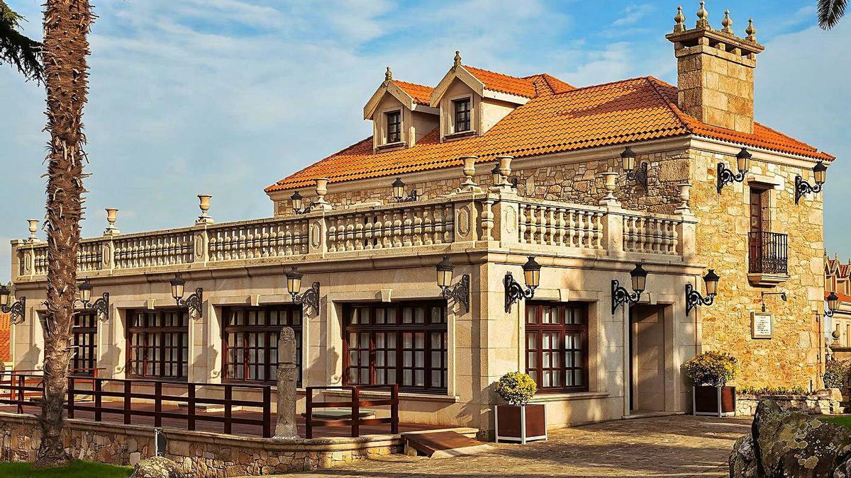 Una de las fachadas exteriores del pazo de Villariza. |   // ÚNIQUE SINGULAR PROPERTIES