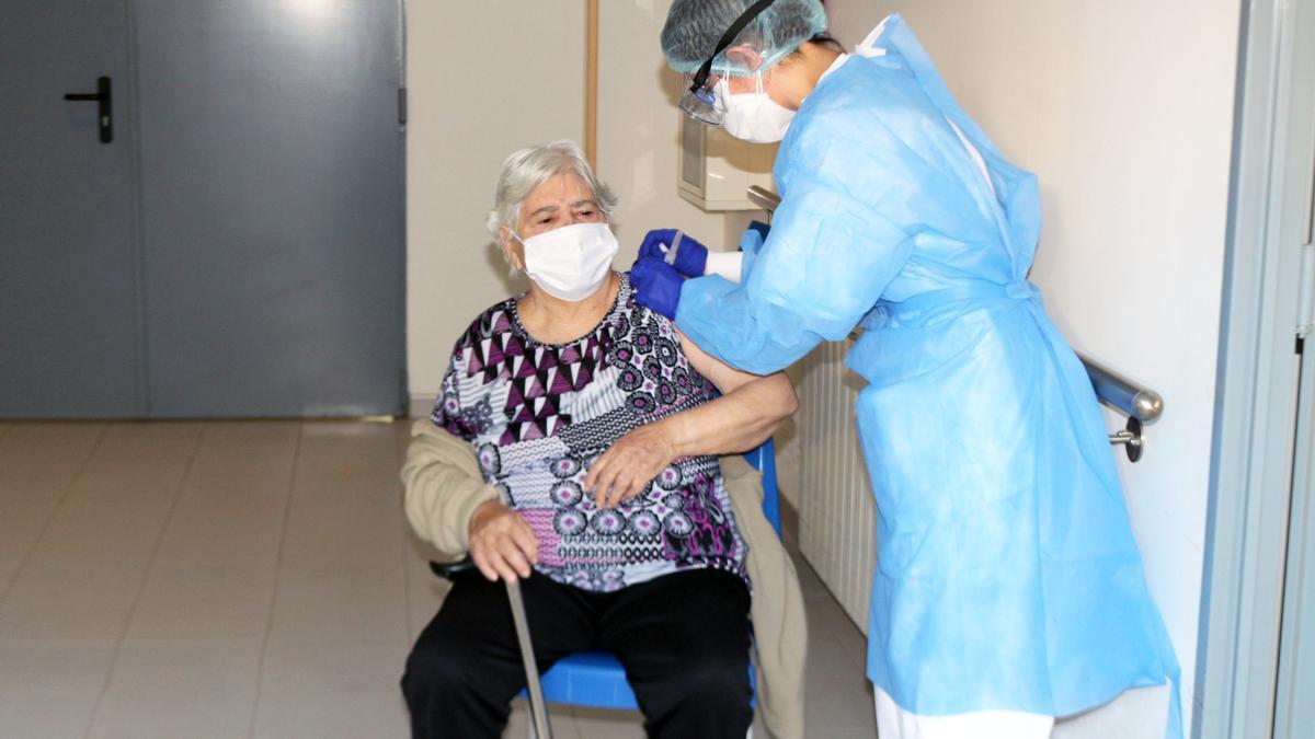 Inicio de la vacunación en la Residència Verge del Miracle de Rafelbunyol (Valencia).