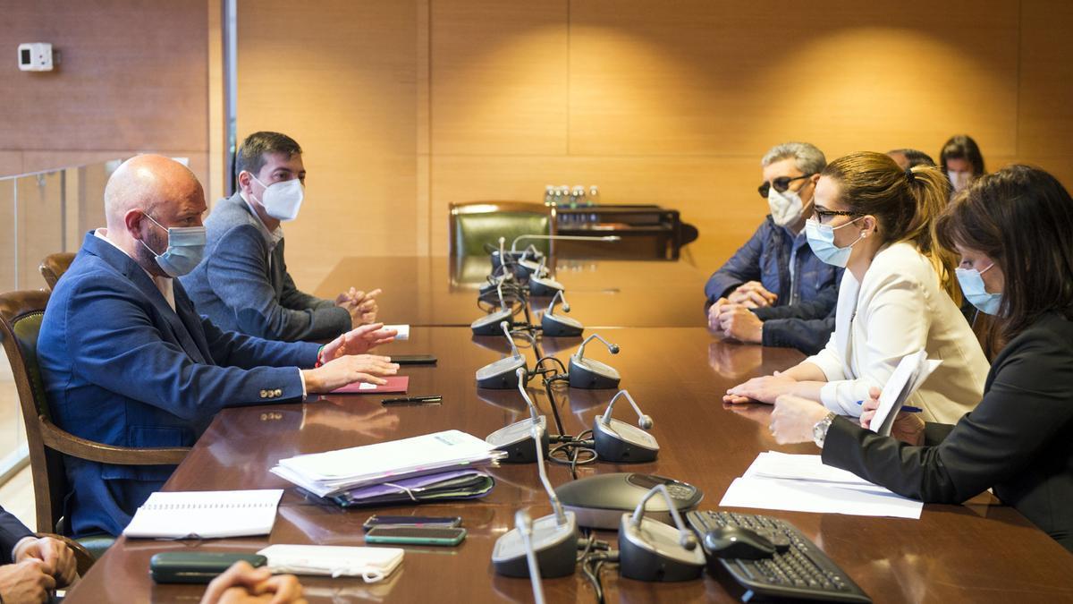 Reunión esta mañana en la diputación con el presidente Toni Gaspar y la alcaldesa Turégano con sus respectivos equipos.