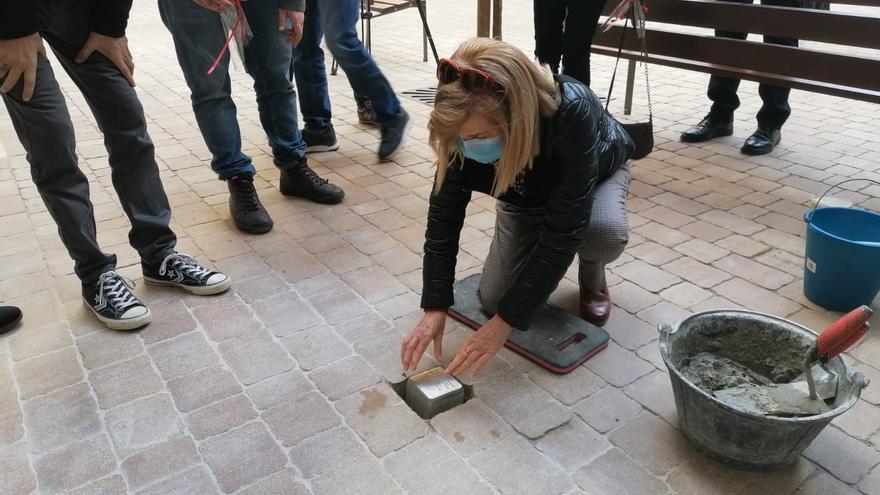 Manacor coloca piedras de la memoria en recuerdo a cinco víctimas del franquismo y el nazismo