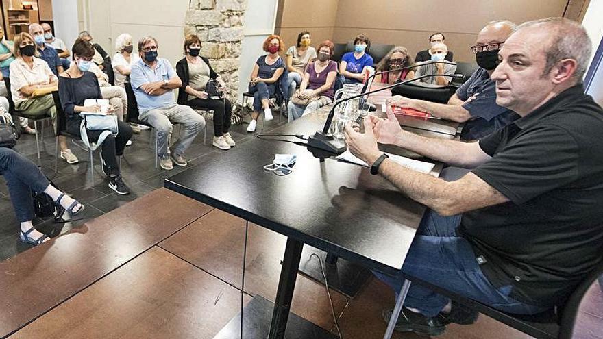 Jordi Badia porta «Salvem els mots» a l'Espai Òmnium