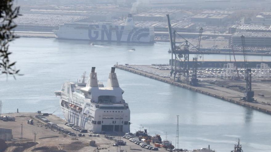Els vaixells que han allotjat centenars de policies marxaran diumenge i dimarts