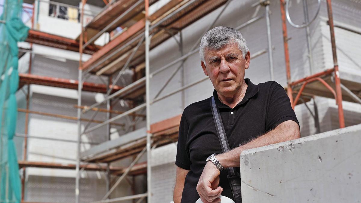 Esteve Freixas, president de la Unió d'Empresaris  de la Construcció, en  una obra a Quart.  Aniol Resclosa
