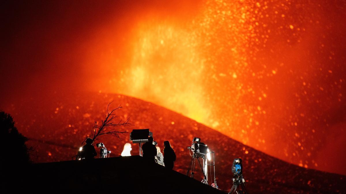 Trasladan el patrimonio de una iglesia de La Palma amenazada por el volcán