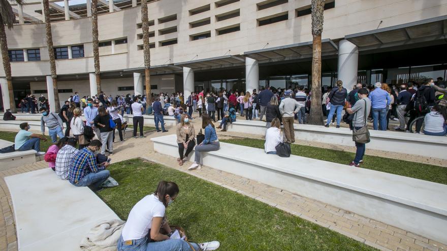 Los estudiantes critican que la nueva ley solo castigue a los universitarios