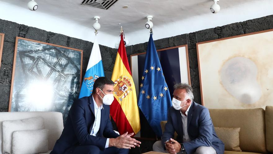 Sánchez garantiza la cesión de las competencias en costas tras el verano y que el presupuesto estatal de 2022 cumpla el REF