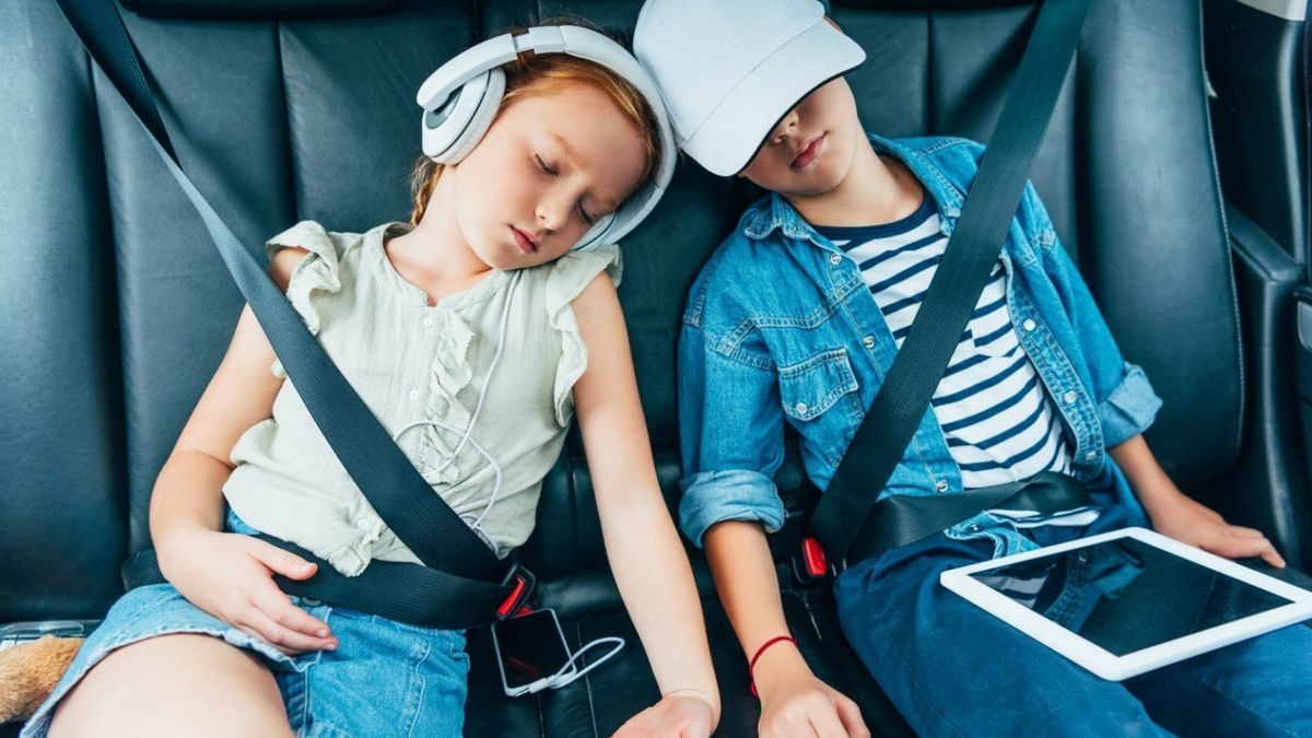 Traveling with children by car: five infallible tricks