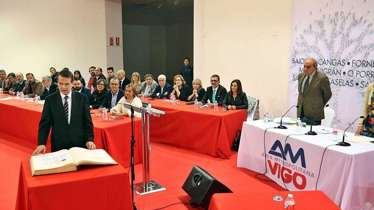 Caballero, en la asamblea en la que se constituyó el Área Metropolitana de Vigo, en diciembre de 2016.