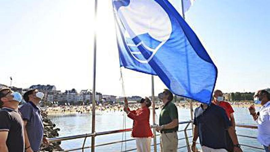 El Náutico de Portonovo iza la Bandera Azul que acredita su calidad