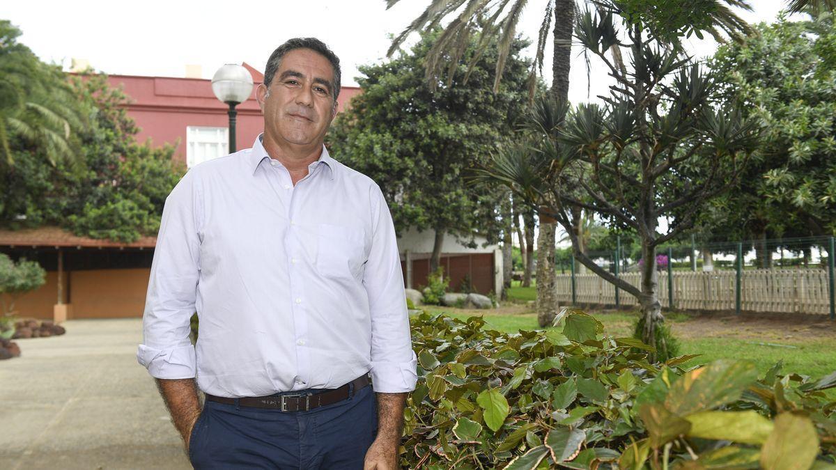 Francis Candil, portavoz, de  CC en el Ayuntamiento.