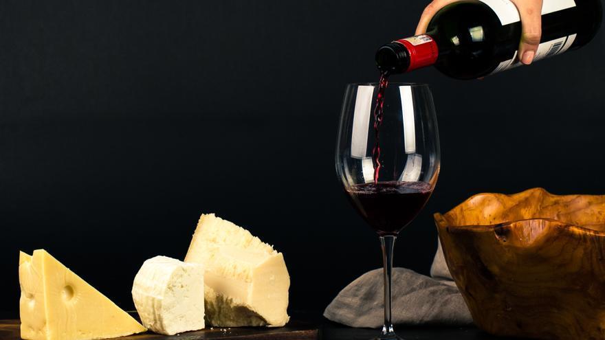 ¿Podemos reducir el deterioro cognitivo a base de queso y vino?