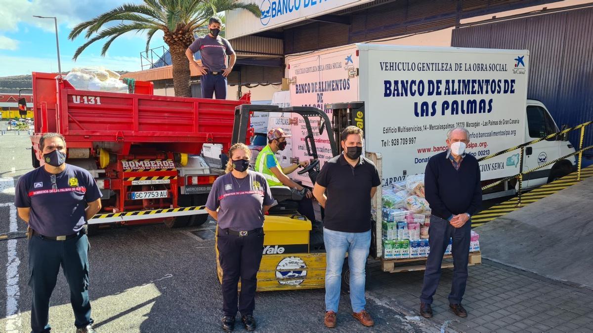 Bomberos de Las Palmas de Gran Canaria donan 2.000 kilos de alimentos para las familias más desfavorecidas