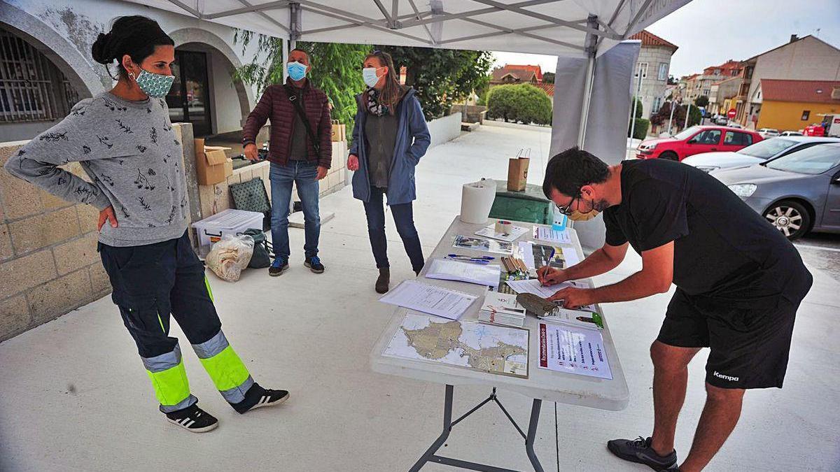 Unas 40 viviendas se suman al proyecto de compostaje comunitario en el barrio de As Laxes.