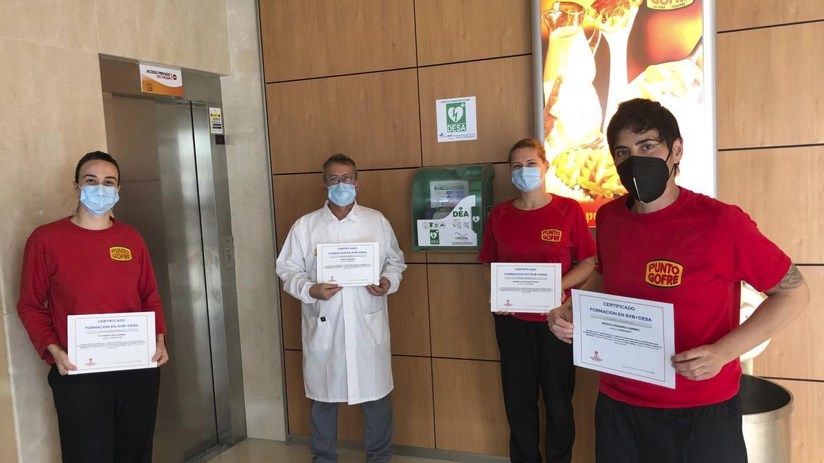 Primera fábrica de gofres cardio protegida de España con la instalación de un DEA en su fábrica.