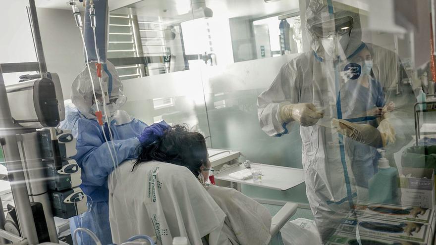 Las mujeres se infectan más de covid-19 pero la superan mejor
