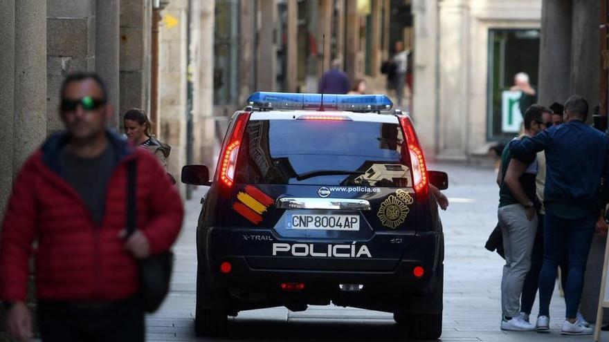 Desmantelan una fiesta ilegal con 26 personas en una tienda de disfraces en Pontevedra