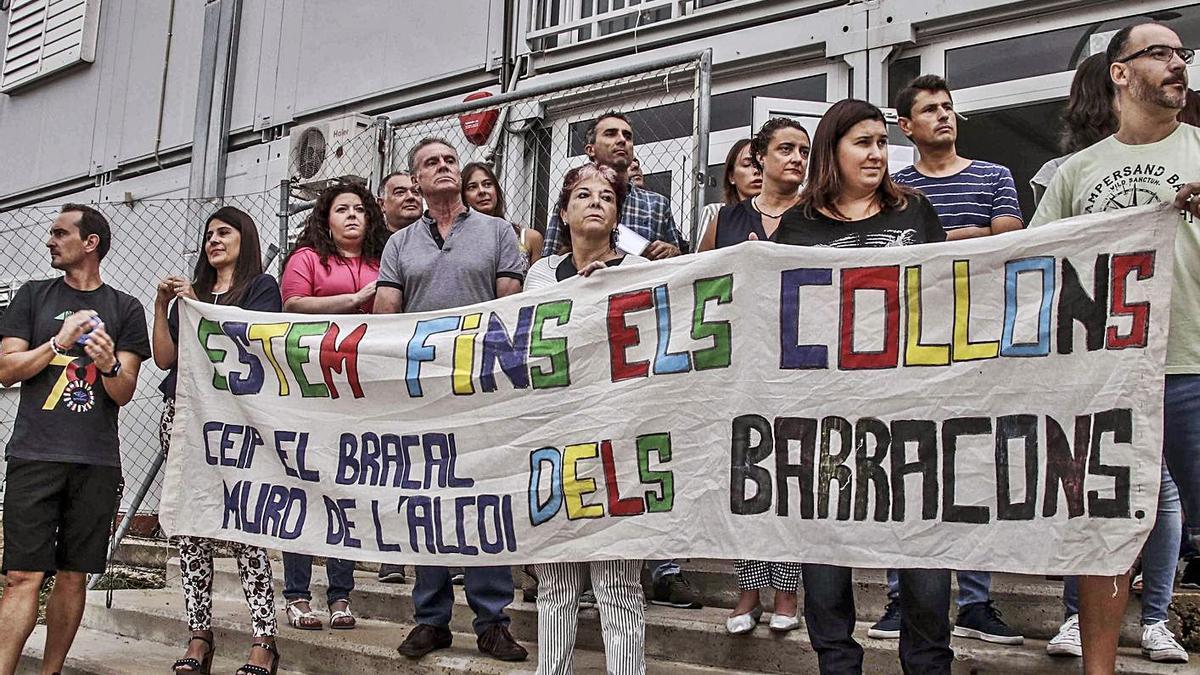 Una de las protestas de padres de alumnos contra los barracones a lo largo de estos años.