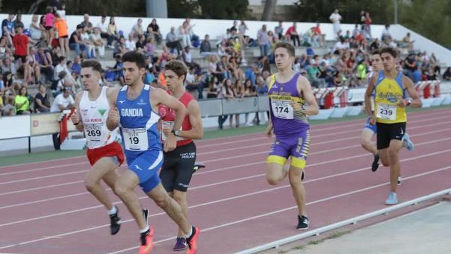 Quique Llopis vuelve a batir el record de España sub-20 en 110 metros vallas