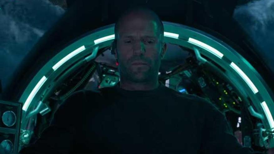 Jason Statham también quería ver más sangre en 'Megalodón'
