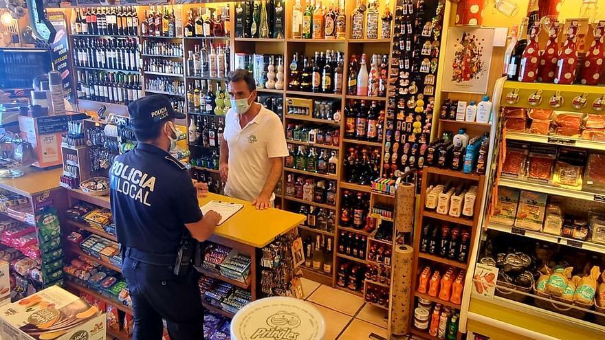La Policía Local recuerda a locales de venta de alcohol que deben cerrar a partir de las 21.30 horas