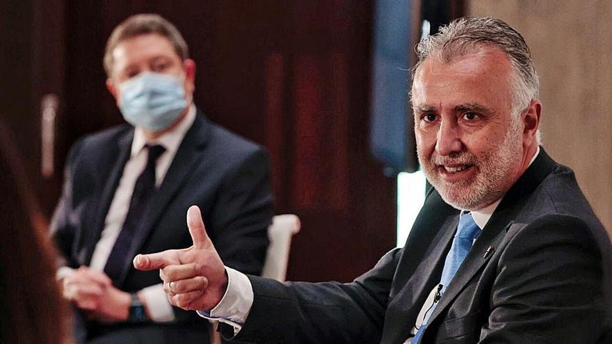 Torres y García-Page rechazan la compra unilateral de vacunas por las autonomías