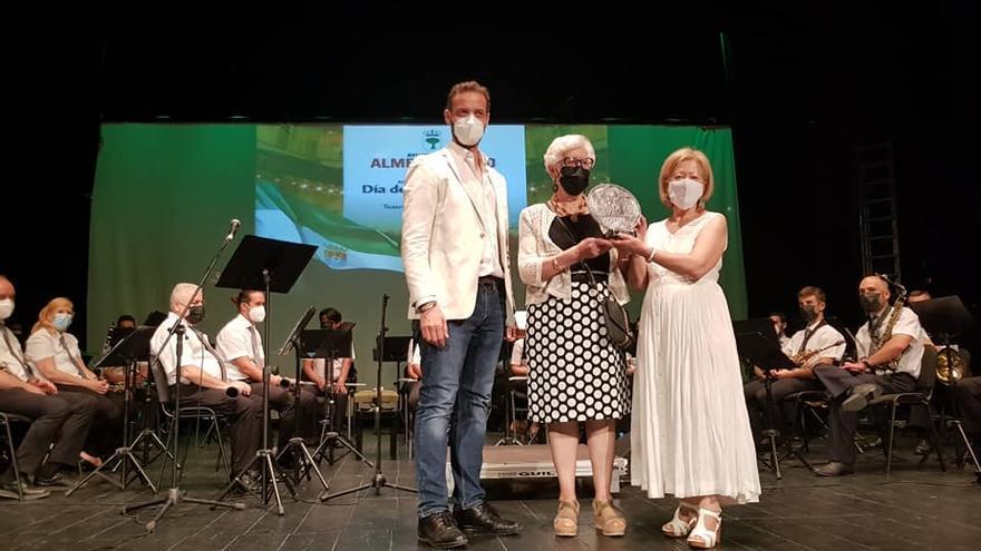 Ventana Literaria recibe un homenaje por su legado cultural
