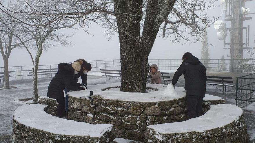 La nieve regresa a la Sierra de Cabra apenas un mes después