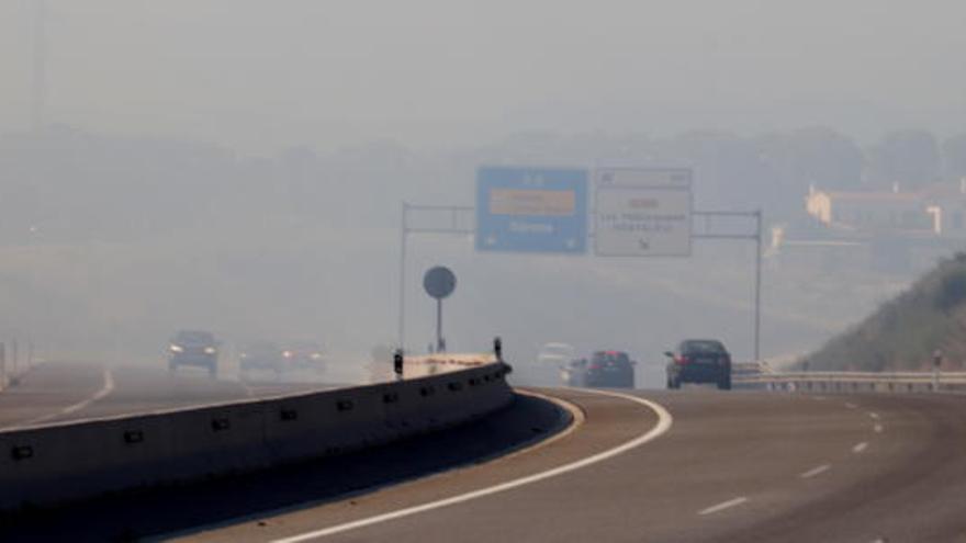 Controlat l'incendi forestal a Caldes de Malavella