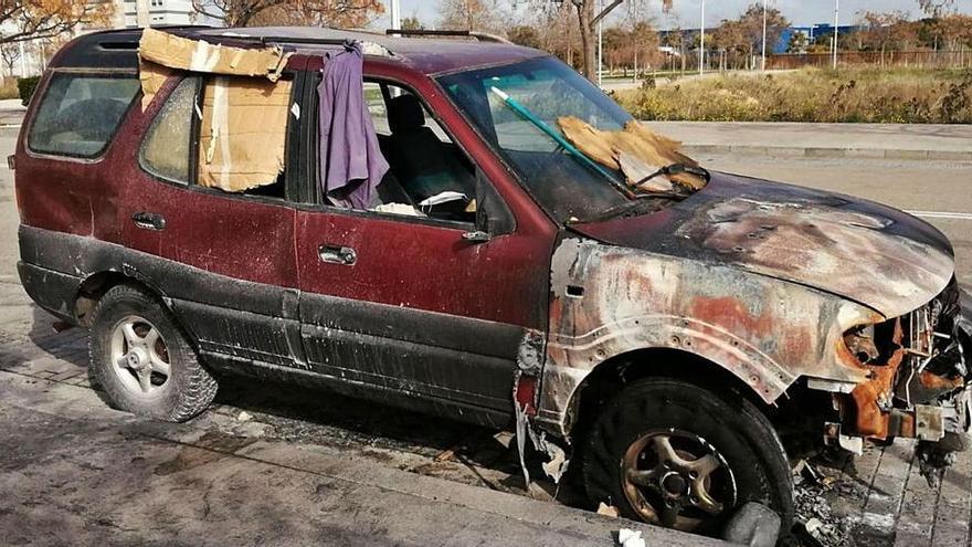 Jugendliche zündeten Auto an, in dem noch eine Obdachlose schlief