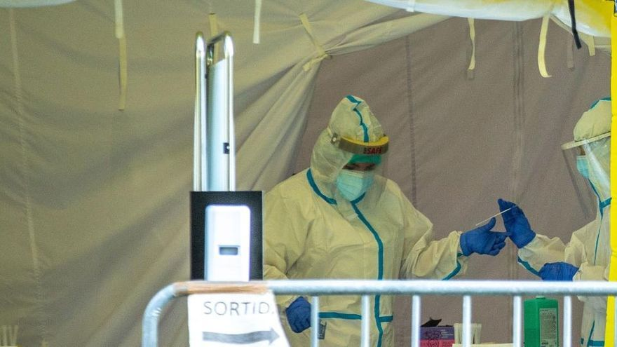 Los contagios siguen al alza en España con 19.765 nuevos casos y 168 muertos más
