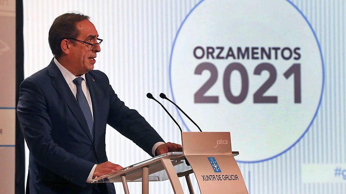 El conselleiro de Facenda, Valeriano Martínez, en la presentación de los presupuestos.
