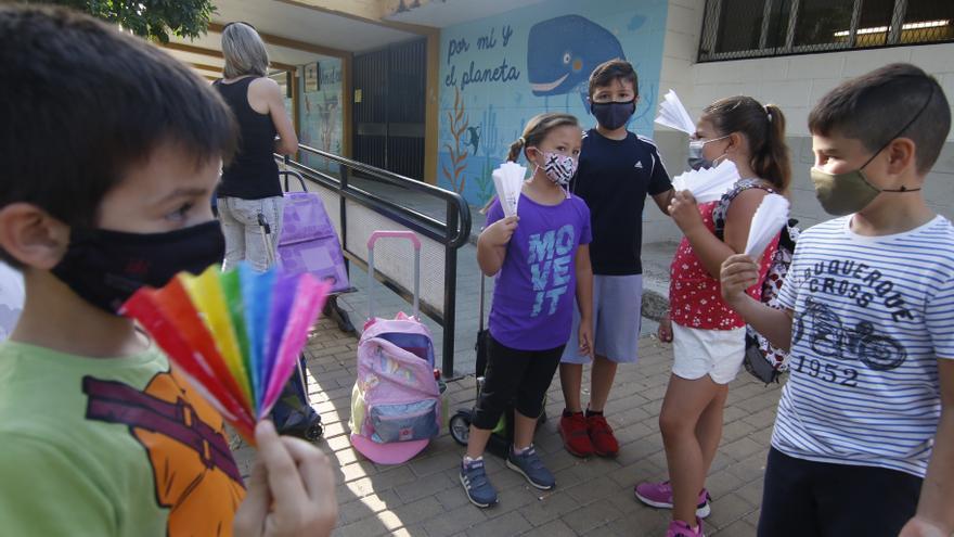 Alumnos de once colegios de Córdoba reivindican una solución para activar los aires acondicionados instalados