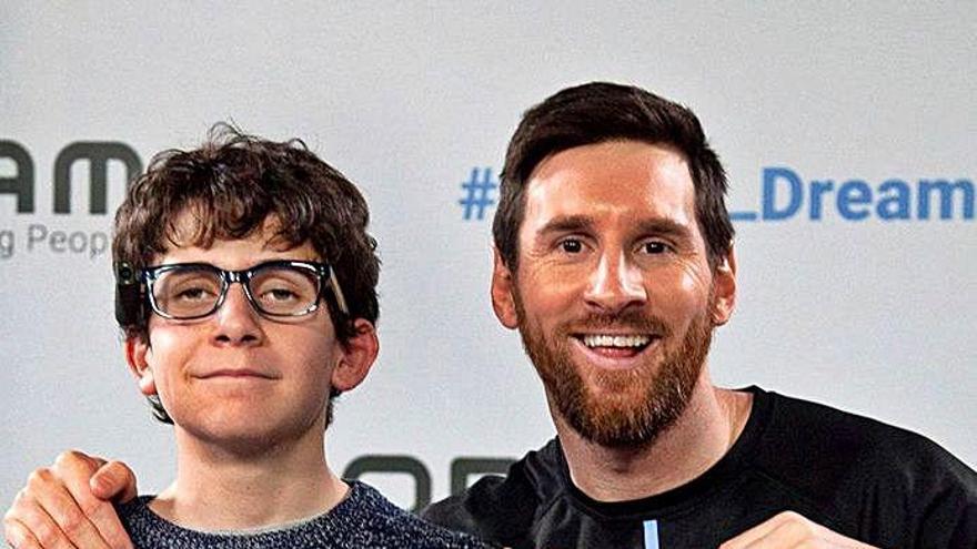 El dia que l'olotí Pere Ribes va complir el somni de conèixer Leo Messi