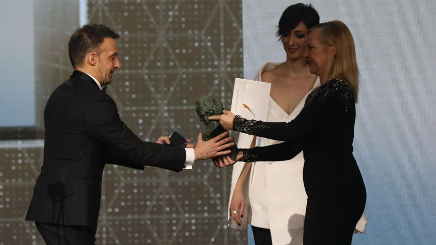 Eduard Fernández gana como mejor actor de reparto su tercer Goya por su papel de 'Mientras dure la guerra'