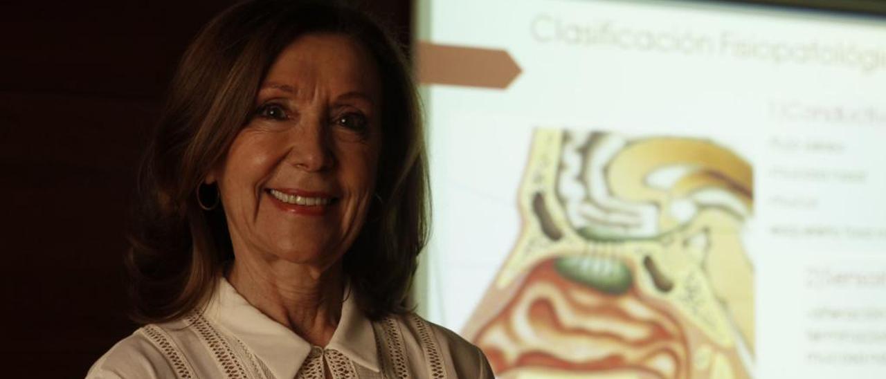 Adela González.