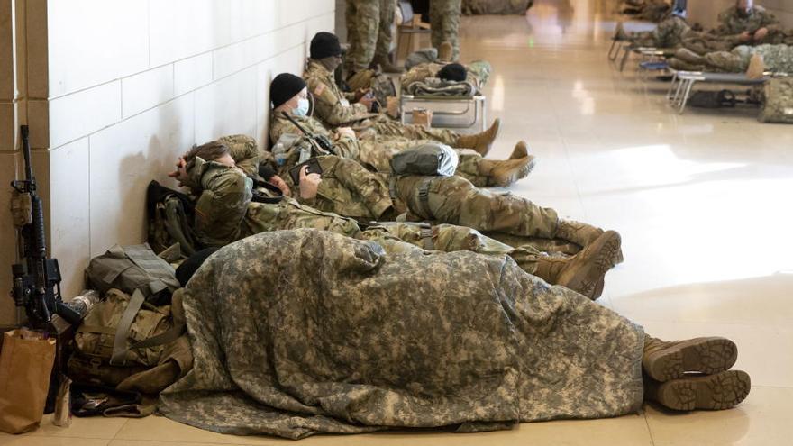 Un centenar de soldados de la investidura de Biden dan positivo por Covid-19